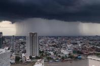สภาพอากาศวันนี้ กรมอุตุฯ เผยไทยตอนบนร้อนจัด เตือนฝนถล่มบางแห่ง